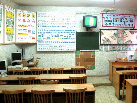 Обучение теории ПДД для сдачи экзамена в ГАМ в автошколе Минска Автоводитель центральный район