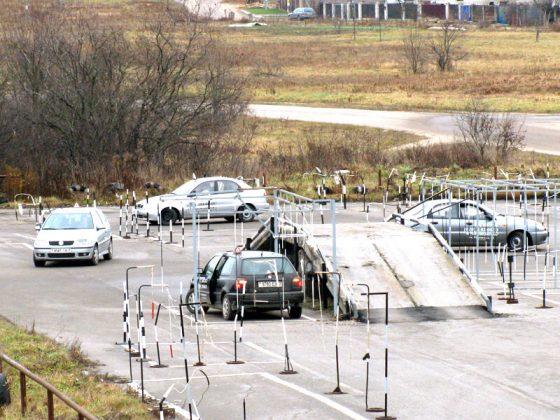 """Занятия по вождению автомобиля на автодроме автошколы УП """"Автоводитель"""""""